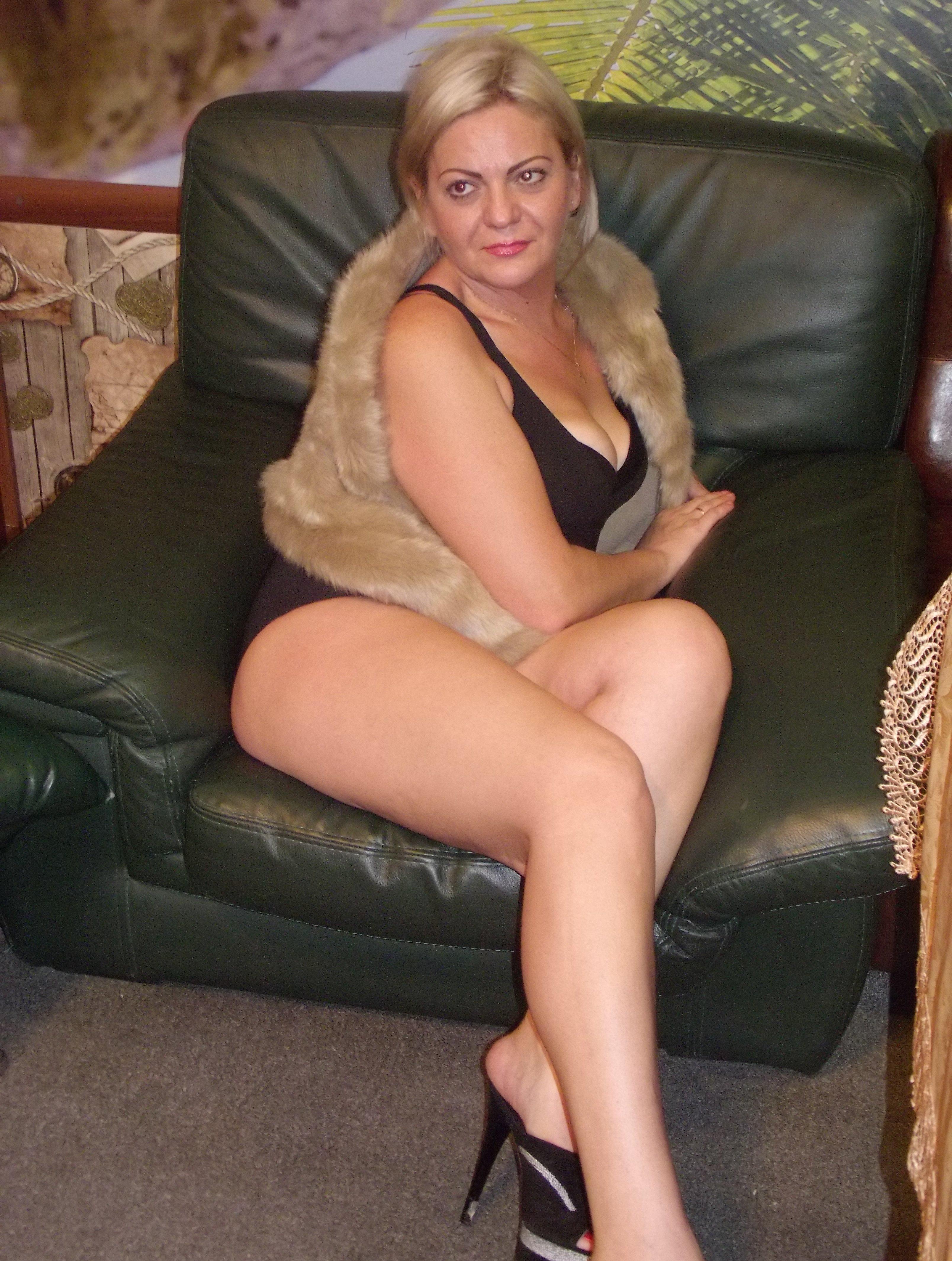 prostitutki-moskvi-balzakovskogo-vozrasta-kozhanih-mini-tanya